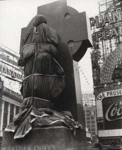 Berenice Abbott - Father Duffy, Times Square