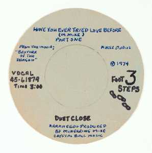 Mingering Mike - 3 FOOT STEPS DUET CLOSE, HAVE YOU EVER TRIED LOVE BEFORE (M. MIKE)