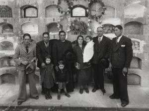Martín Chambi - Family Group at Cuzco Cemetery