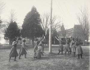 Frances Benjamin Johnston - Girls basket ball